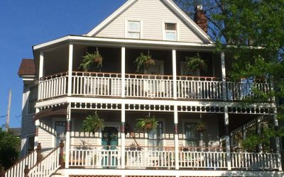The Pros and Cons of Famous Deck Railing Styles