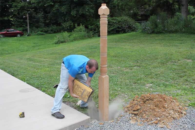 How to Install Lamp Posts - Guide - Planting the Lamp Post